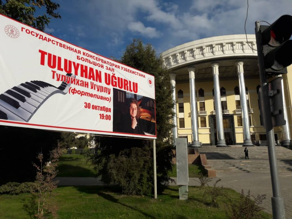 Tuluyhan Uğurlu Özbekistan Taşkent'te
